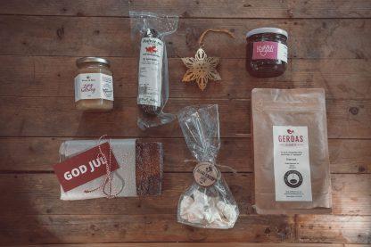 Lokale produkter på gammelt trebord